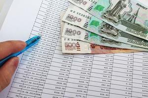 Ограничения в путешествиях и развлечениях: банкиры рассказали, на чем экономят россияне для выплаты ипотеки