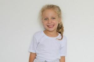 Из мужской футболки сделала для дочери милую юбку: шить для этого не пришлось, и получилось симпатично