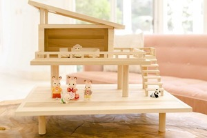 В магазине подобного не видел: смастерил для детей игрушечный домик с лесенкой (играют с удовольствием)