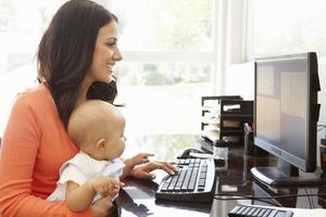 """Будут учиться в Интернете: к проекту """"Мама онлайн"""" присоединились более 13 тысяч москвичек"""