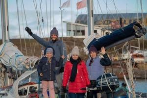 """""""Мы ничего не слышали о коронавирусе"""": русская семья с детьми дошла на яхте до Антарктиды, но застряла в Австралии из-за пандемии"""