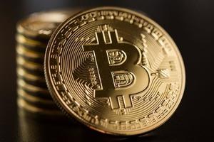 Биткоин достигает нового максимума в 48 000 $ после того, как некоторые инвесторы начинают относиться к криптовалюте более лояльно