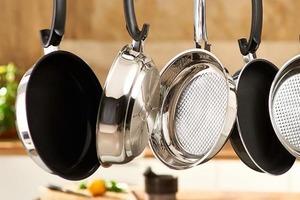 Резкий перепад температуры и не только: 10 ошибок, которые портят сковороды с антипригарным покрытием