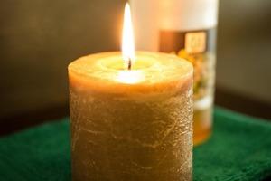 Небольшой трюк - и свеча горит дольше: кладем в морозилку перед использованием