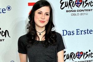 В 2010 году очаровательная немка покорила Евровидение, а недавно она стала мамой: как сейчас живет Лена Майер-Ландрут