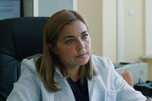 Настоящие врачи и больницы, много грудничков, медицинские операции: как снимали сериал «Акушерка» с Ириной Пеговой
