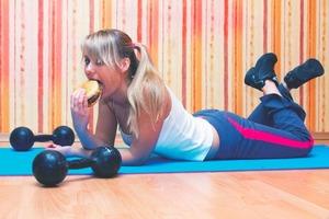 Фитнес – это не наказание за съеденную булку. Как подобрать для себя эффективный формат тренировок (советы фитнес-тренера)
