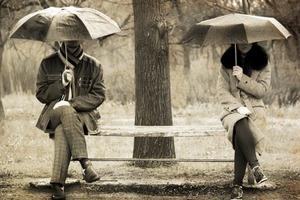 Эмоциональная безопасность: почему более комфортно в толпе, чем наедине с другом