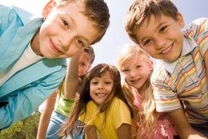 «Это когда тебе не звонят ночью с работы»: дети говорят о счастье