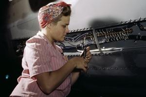 Под крылом самолета: в России женщинам могут разрешить ремонтировать самолеты