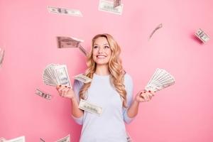 Покупка кофе не дает разбогатеть: денежные мифы, которые сдерживают женщин от финансового благополучия