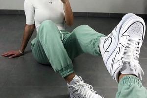 Если каблуки надоели: выбираем трендовые кроссовки на весну 2021 года