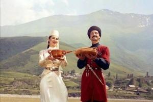 Всегда есть лишняя порция для гостя: гостеприимство кавказцев обусловлено не самой сладкой жизнью в горах