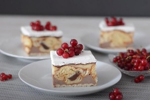 Оригинальный пирог с круассанами и кремом без выпечки: готовится быстро, получается большая порция
