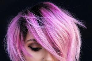 Розовые волосы — хит сезона 2021 года: несколько идей для окрашивания в сочных оттенках