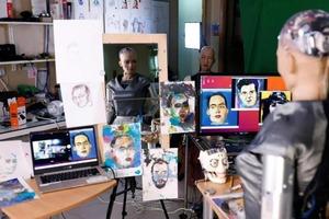 """Робот София с искусственным интеллектом """"продала"""" свою работу NFT на аукционе почти за 700 000 долларов (фото)"""