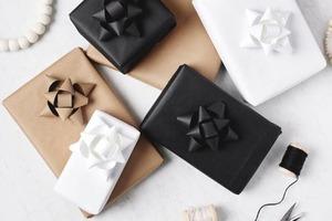 Сама оформляла подарки к празднику и попробовала сделать монохромную упаковку. Не ожидала, что получится настолько стильно и красиво