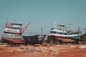 """Постелите мне """"Черную жемчужину"""": компания из Сан-Диего превращает старинные рыбацкие лодки в уникальные деревянные полы"""