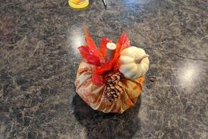 Вот и листья пожелтели: создаем в квартире осенний антураж при помощи самодельных тканевых тыковок