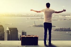 Эмиграция - это про отношения с собой: какие этапы проходит эмигрант и как себя настроить