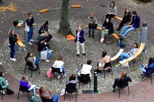 В Голландии проводят занятия на открытом воздухе, чтобы уменьшить время работы у компьютера
