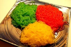 Дети охотней едят яркую пищу: как приготовить цветную фунчозу