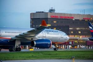 Золотое путешествие: аналитики назвали стоимость самых дорогих билетов на самолет и поезд, приобретенных россиянами в сентябре