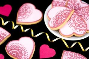 Отличный способ порадовать любимого: домашнее печенье в виде красочных сердечек