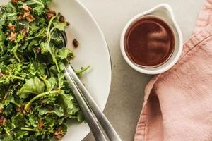 Секрет моего необыкновенно вкусного соуса — бекон. Подходит ко многим блюдам и просто готовится
