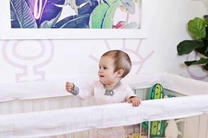 Для перил детской кроватки сшила съемный чехол. Он мягкий и простой в изготовлении