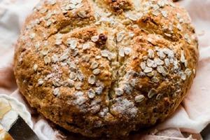 Все чаще делаю домашний бездрожжевой хлеб. Мед в тесте придает особую нотку вкусу