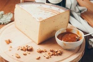 Исследования показывают, что сыр и орехи могут защитить нас от заболеваний легких