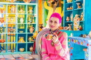 """Женщина оформила свой дом в ярких цветах, вдохновившись """"Алисой в Стране чудес"""""""
