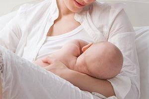 Грудное вскармливании младенцев не менее 3 месяцев: такие дети лучше концентрируются и легче заводят друзей по мере взросления