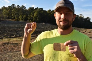 Житель Арканзаса нашел алмаз канареечно-желтого цвета: мужчина впервые посетил алмазный парк, и ему повезло