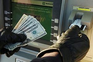 Житель Сингапура обнаружил в банкомате карту и наугад набрал ПИН-код «888888»: он угадал, но наказания избежать не удалось