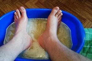 В чем отпаривать ноги, если они замерзли или промокли (чтобы не заболеть): 3 рецепта ванночек, проверенных годами