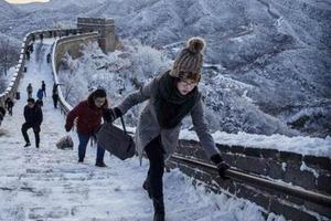Новый зимний квест придумали в Китае: катания на Великой Китайской стене после метели