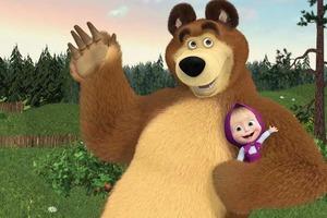 Западные СМИ считают, что Маша из мультсериала «Маша и Медведь» символизирует защиту российских границ, когда в фуражке охраняет морковь