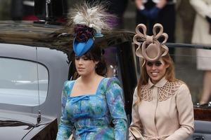 Десять раз, когда члены королевских семей вызывали ажиотаж своими нарядами: платье мести принцессы Дианы, диковинные шляпы принцесс Евгении