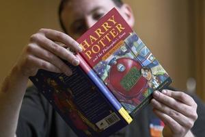"""Коллекционеры на чеку: первые издания """"Гарри Поттера"""" с опечатками могут стоить целое состояние"""