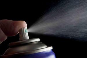 Пульты нужно протирать от бактерий после каждого использования. 11 вещей в гостиной, которые могут спровоцировать болезни