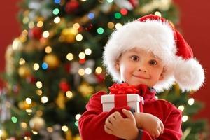 Отсутствие режима и менее здоровая пища: праздничные дни могут вызвать у ребенка стресс