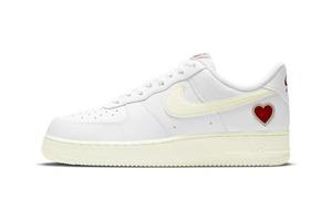Ко Дню святого Валентина в наступающем году компания Nike решила украсить одну из своих моделей кроссовок романтичным сердечком