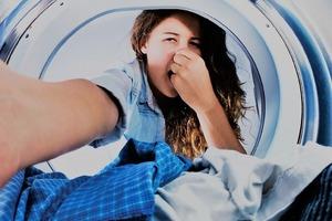 Иногда тренировочная одежда даже после стирки пахнет потом. Как избавиться от запаха: 6 простых средств (советы от экспертов)