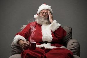 """Зрители резко раскритиковали ролик, в котором Санта-Клаус попадает в больницу с диагнозом """"коронавирус"""" (видео)"""