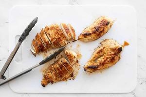 Самая вкусная курица. Готовлю ее с чесноком и подаю с любым гарниром