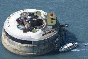 Бывший военный форт Spitbank, расположенный в водах Ла-Манша, может перейти в частную собственность: недвижимость оценена в 5,2 миллионов до