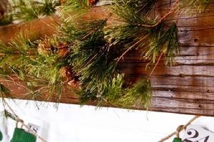 Варежки стали детям малы, поэтому я нашел им новое применение: смастерил новогоднюю гирлянду с адвент-календарем