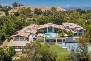 36-летний рэпер купил поместье в холмах Лос-Анджелеса за 8,4 млн $ и теперь будет соседствовать с Хлоей Кардашян (заглянем внутрь особняка)